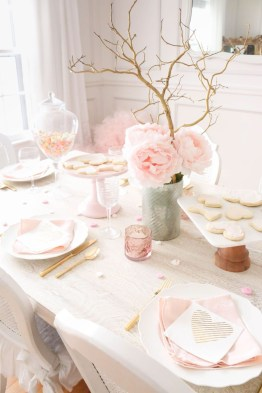 Most Inspiring Valentine's Day Simple Table Decoration Ideas 34