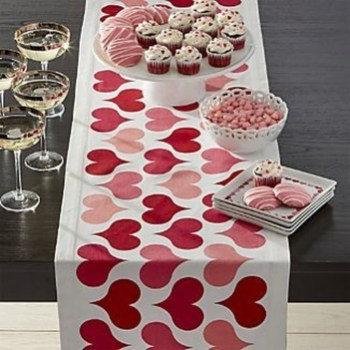 Perfect Valentine's Day Romantic Dining Table Decor Ideas For Two People 06