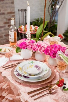 Perfect Valentine's Day Romantic Dining Table Decor Ideas For Two People 16