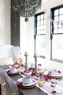 Perfect Valentine's Day Romantic Dining Table Decor Ideas For Two People 19
