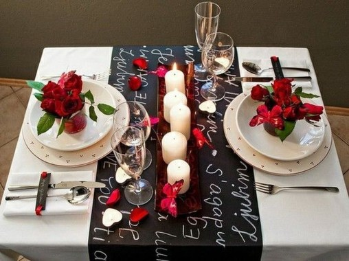 Perfect Valentine's Day Romantic Dining Table Decor Ideas For Two People 33