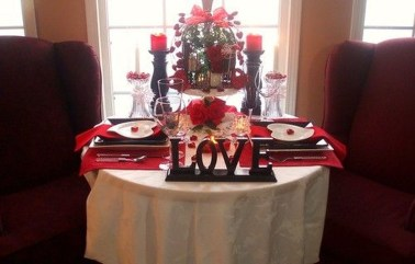 Perfect Valentine's Day Romantic Dining Table Decor Ideas For Two People 37