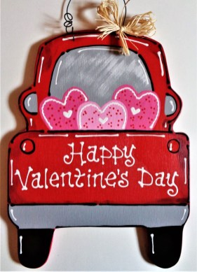 Pretty Valentines Day Wreath Ideas To Decorate Your Door 24