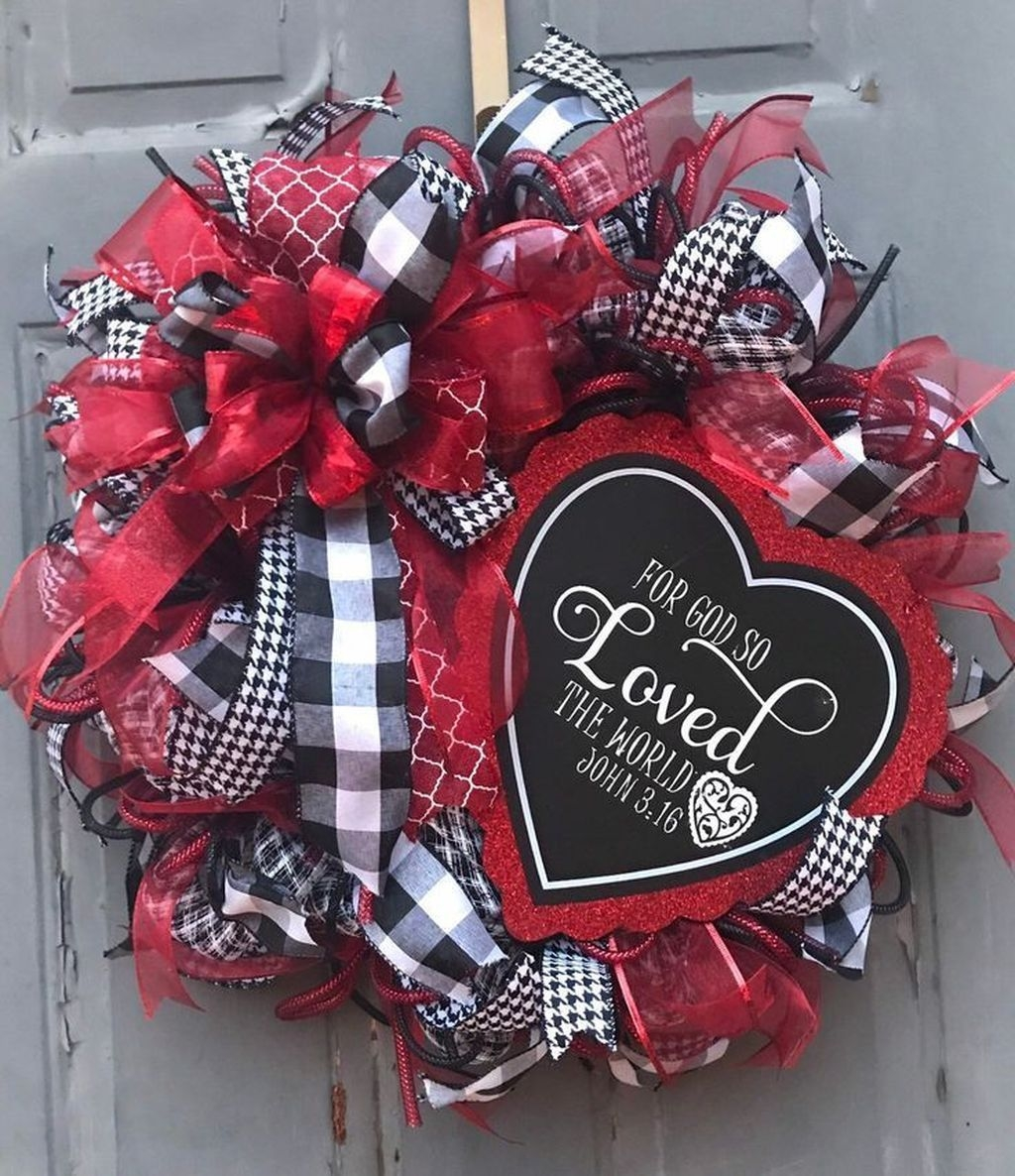 Pretty Valentines Day Wreath Ideas To Decorate Your Door 30