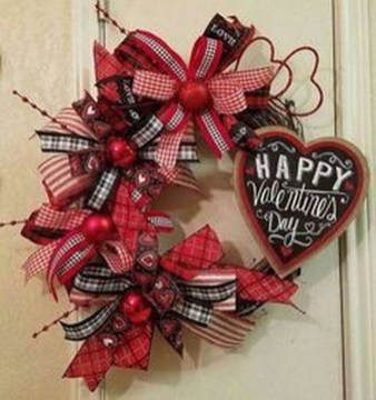 Pretty Valentines Day Wreath Ideas To Decorate Your Door 43