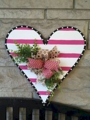 Pretty Valentines Day Wreath Ideas To Decorate Your Door 47