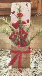 Pretty Valentines Day Wreath Ideas To Decorate Your Door 49