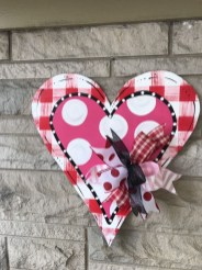 Pretty Valentines Day Wreath Ideas To Decorate Your Door 50