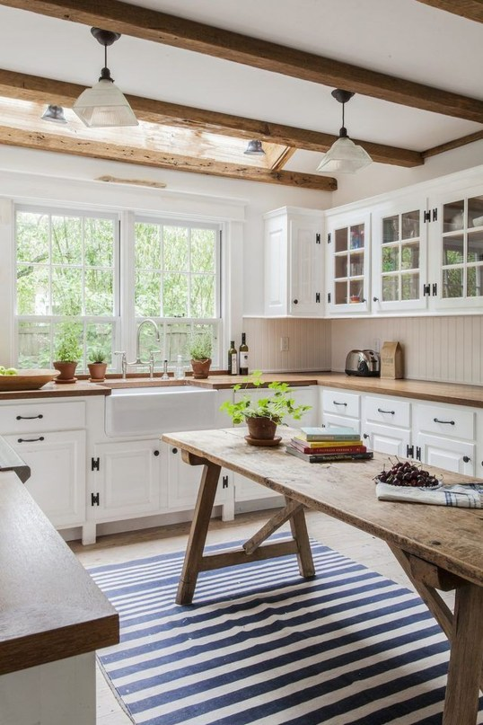 Rustic Farmhouse Kitchen Ideas To Get Traditional Accent 46