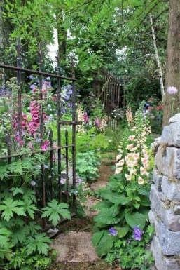 Stunning Small Flower Gardens And Plants Ideas For Your Front Yard 09