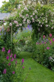 Stunning Small Flower Gardens And Plants Ideas For Your Front Yard 48