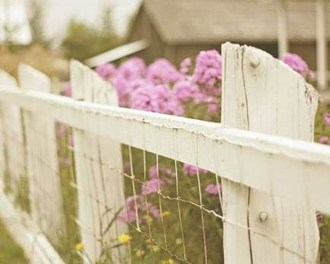 Awesome Farmhouse Garden Fence For Winter To Spring 04
