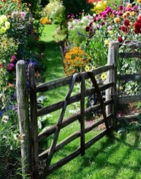 Awesome Farmhouse Garden Fence For Winter To Spring 33