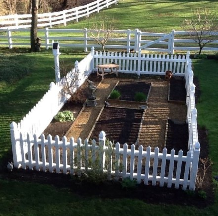 Awesome Farmhouse Garden Fence For Winter To Spring 38