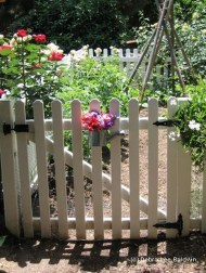 Awesome Farmhouse Garden Fence For Winter To Spring 40