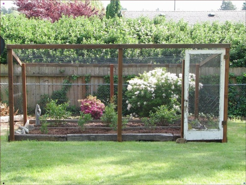 Awesome Farmhouse Garden Fence For Winter To Spring 49