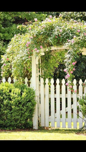 Awesome Farmhouse Garden Fence For Winter To Spring 53