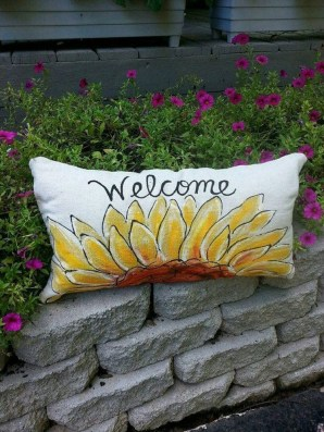 Cute Spring Porch Pillow Decoration Ideas That Will Inspire You 13