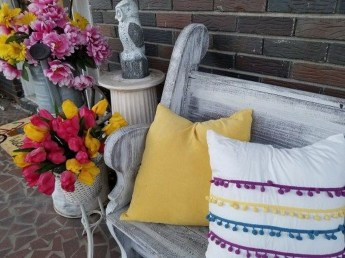 Cute Spring Porch Pillow Decoration Ideas That Will Inspire You 44