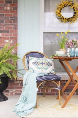 Elegant Chair Decoration Ideas For Spring Porch 33