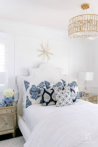Fabulous White Bedroom Design In The Small Apartment 04