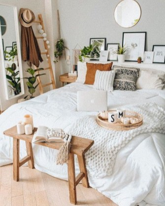 Fabulous White Bedroom Design In The Small Apartment 46