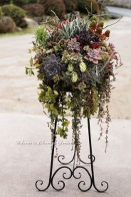 Lovely Hanging Flower To Beautify Your Small Garden In Summer 04