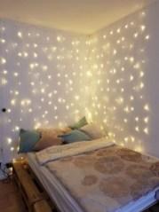 Pretty DIY Fairy Light Ideas For Minimalist Bedroom Decoration 03
