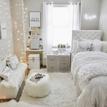 Pretty DIY Fairy Light Ideas For Minimalist Bedroom Decoration 15