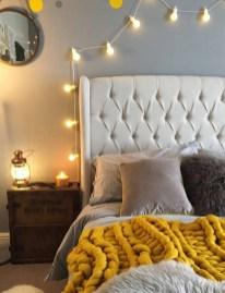 Pretty DIY Fairy Light Ideas For Minimalist Bedroom Decoration 19