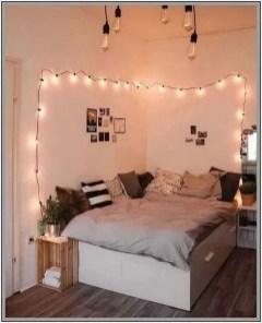 Pretty DIY Fairy Light Ideas For Minimalist Bedroom Decoration 35