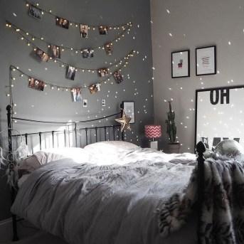 Pretty DIY Fairy Light Ideas For Minimalist Bedroom Decoration 42