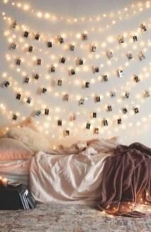 Pretty DIY Fairy Light Ideas For Minimalist Bedroom Decoration 44