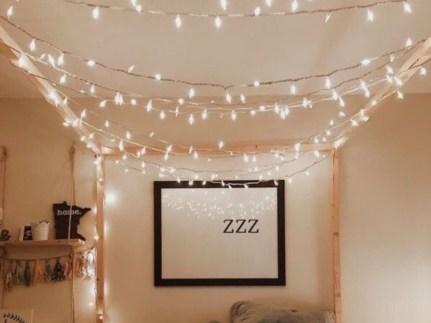 Pretty DIY Fairy Light Ideas For Minimalist Bedroom Decoration 53