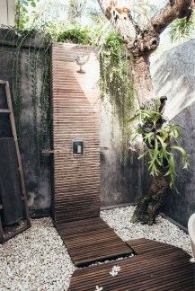 Spectacular Outdoor Bathroom Design Ideas That Feel Like A Vacation 04