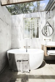 Spectacular Outdoor Bathroom Design Ideas That Feel Like A Vacation 12