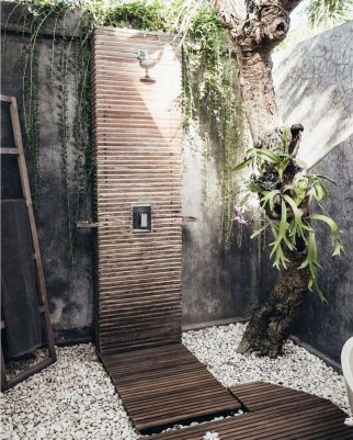 Spectacular Outdoor Bathroom Design Ideas That Feel Like A Vacation 24