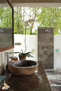 Spectacular Outdoor Bathroom Design Ideas That Feel Like A Vacation 28