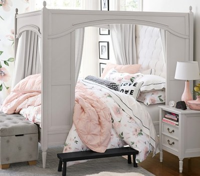 Stunning Teenage Bedroom Decoration Ideas With Big Bed 20