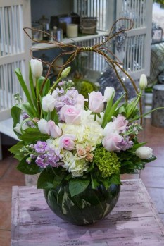Astonishing Easter Flower Arrangement Ideas That You Will Love 09