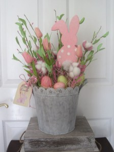 Astonishing Easter Flower Arrangement Ideas That You Will Love 13