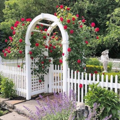 Beautiful Garden Fence Decorating Ideas To Follow 33