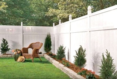 Beautiful Garden Fence Decorating Ideas To Follow 48