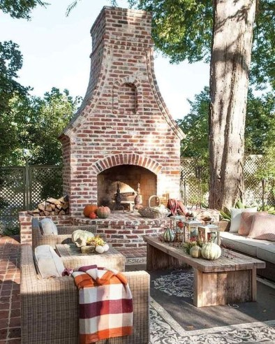Favorite Outdoor Rooms Ideas To Upgrade Your Outdoor Space 28