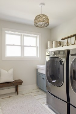 Inspiring Laundry Room Design With French Country Style 38