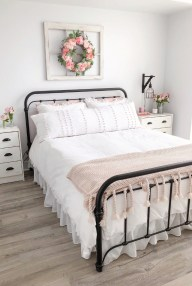 Perfect Choices Of Furniture For A Farmhouse Bedroom 04