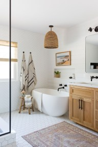 Unordinary Bathroom Design Ideas With Stunning Wood Shades 21