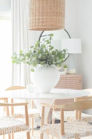 Adorable Spring Centerpieces Ideas For Dining Room Decor 29