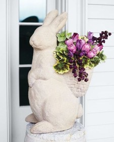 Gorgeous Outdoor Easter Decorations To Bedeck Your House In Style 02