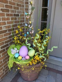 Gorgeous Outdoor Easter Decorations To Bedeck Your House In Style 04